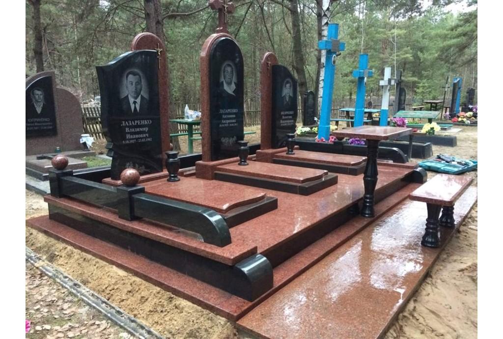 Мемориальный комплекс для троих - весна 2020 года., г. Киев